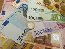 Eurobanknoten und Münzen Lizenzfreie Stockfotos