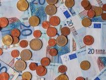 Eurobanknoten und Münzen Stockfotografie