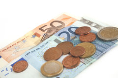 Eurobanknoten und Münzen, Cent, Eurogeld auf dem weißen Hintergrund lizenzfreie stockbilder