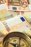 Eurobargeld auf Kurs 1 stockbilder
