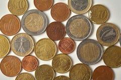 Eurocent prägt Makroansicht Gealterte Währungsnahaufnahme Geld Espana Spanien, strukturierte Stichradierung auf Papierhintergrund Stockfoto