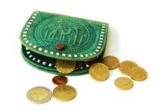 Eurocents und grüne Geldbörse Stockbild