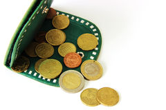 Eurocents und grüne Geldbörse Stockfoto