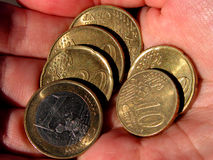 Eurocoins a disposición Fotos de archivo