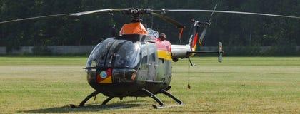 Eurocopter MBB Bo-105 der deutschen Luftwaffe auf Grasflugplatz Stockbilder