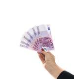 Euroet fakturerar 500 eurosedlar Räcka hållande pengar Europeisk Unio Royaltyfri Bild
