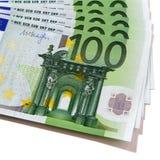 Euroet 100 valutaräkningar sänker främre fanform Royaltyfri Foto