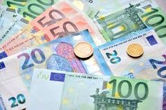 Eurogeld in bankbiljetten en muntstukken royalty-vrije stock foto's