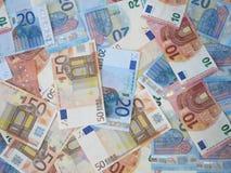 Eurogeld-Banknoten zerstreut Stockbilder