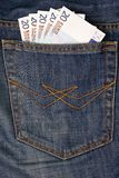 Eurogeld in der Jeanstasche Stockfotos