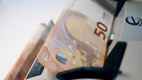 Eurogeld erhalten in den Rechner gesetzt stock footage