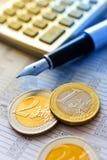 Eurogeld im Büro Stockfotos