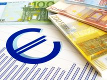 Eurogeld und Diagramm - Geschäftsbericht Stockfotos