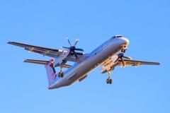 Eurolotvliegtuigen die op de luchthaven landen Stock Afbeeldingen