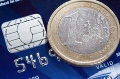 Euromünze und Kreditkarte Lizenzfreies Stockfoto