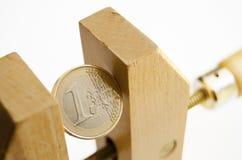 Euromünze unter Druck Stockfoto