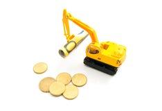 Euromünzen, Banknoten und Löffelbagger Stockfotos