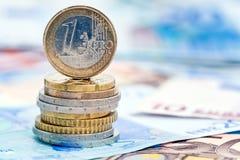 Euromünzen und Banknoten Stockfoto