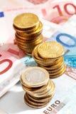 Euromünzen und Eurobanknoten Lizenzfreie Stockfotos