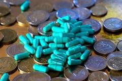 Euromünzen und Pillen Lizenzfreies Stockbild