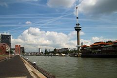 Euromast,鹿特丹港的地标有167米的heigth 免版税图库摄影