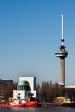 Euromast Kontrollturm und Fluss Mass. Rotterdam Stockbilder