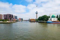 Euromast Rotterdam en moderne flat dicht bij de haven van Rotterdam royalty-vrije stock afbeeldingen