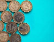 Euromynt, europeisk union över gräsplanblått med kopieringsutrymme Royaltyfri Fotografi