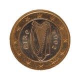 1 euromynt, europeisk union, Irland isolerade över vit Royaltyfri Fotografi