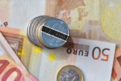 Euromynt med nationsflaggan av Botswana på bakgrunden för europengarsedlar Fotografering för Bildbyråer