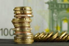 Euromynt och eurosedel royaltyfri foto
