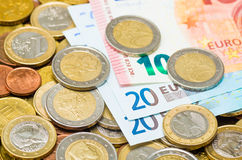 Euromynt och eurosedlar Fotografering för Bildbyråer