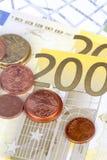 Euromynt och sedlar med den Touristic loppöversikten Arkivfoton