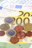 Euromynt och sedlar med den Touristic loppöversikten Royaltyfri Fotografi