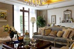 Europäisch-Ähnliches Luxuswohnzimmer stockfotografie