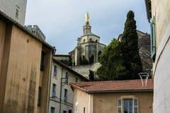 Europäische Kirche auf Hügel Lizenzfreie Stockfotografie