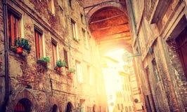 Europäische mittelalterliche Stadt, Italien- - Siena-Straße stockfoto