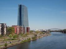 Europäische Zentralbankund Fluss Hauptleitung Stockbilder