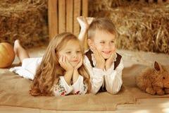 Europäischer Junge und Mädchen zusammen Lizenzfreies Stockbild
