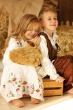 Europäischer Junge und Mädchen zusammen Lizenzfreies Stockfoto