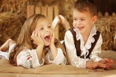 Europäischer Junge und Mädchen zusammen Stockfotografie