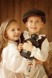 Europäischer Junge und Mädchen zusammen Stockfotos