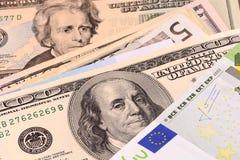 Europäischer und amerikanischer Geldhintergrund Stockbilder