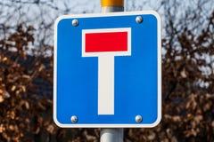 Europäisches blaues Sackgasse-Verkehrszeichen lizenzfreie stockfotos