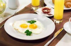 Europäisches Frühstück, Business-Lunch, englisches Frühstück, Tee, Gedränge Stockfotografie