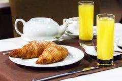 Europäisches Frühstück, Business-Lunch, französisches Frühstück, Hörnchen, Stockfotografie