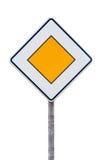 Europäisches Vorfahrtsstraßezeichen Stockfoto