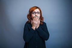 Européen - regardant des années de femme remet le sien Photos stock