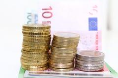 Europémynt och räkningar på vit bakgrund Royaltyfri Bild