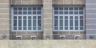 Europé-stil främre härlig gammal byggnad Arkivbild